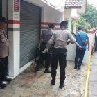 Polisi Olah TKP Pembunuhan Satu Keluarga Di Bekasi Kota