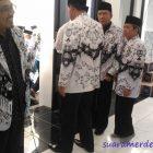 Bupati Bandung Barat Pakai Sepatu Masuk ke Masjid Al Ikhlas