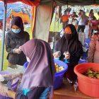 TNI dan Polwan Saling Sibuk di Dapur Santri Ponpes Darussalam Blok Agung